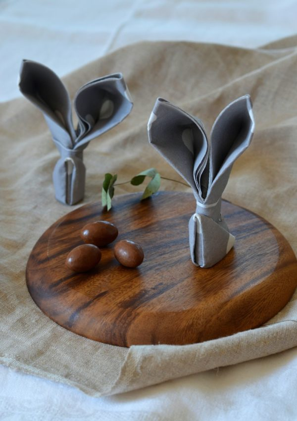 Pliage de serviette en lapin pour Pâques