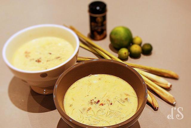 Soupe de poulet citronnelle