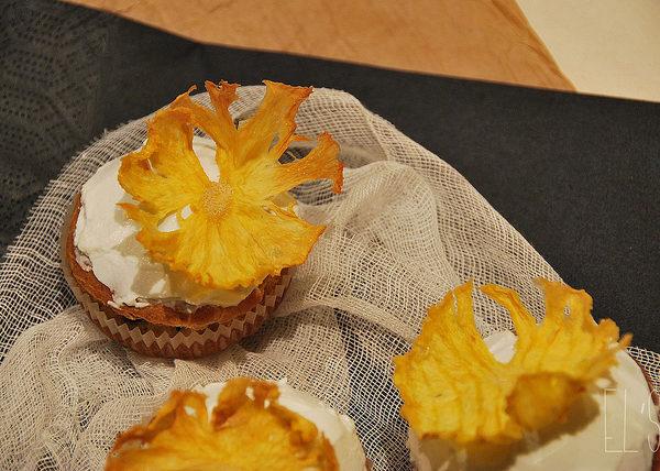 Comment faire des fleurs d'ananas séchées