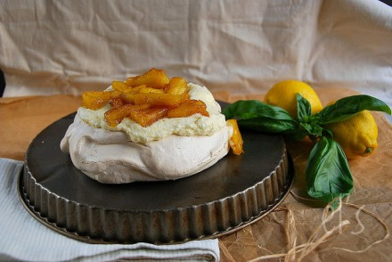 Pavlova au lemon curd et ananas caramélisé