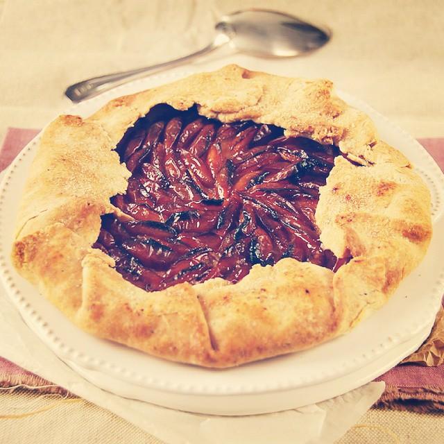 {NEW POST} Ce soir, c'est tarte rustique aux prunes ! Un régal !