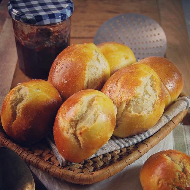 Rien de tel qu'un petit pain au lait bien moelleux... ♡ Dispo sur le blog !