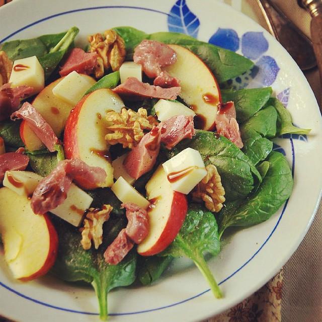 Et une petite salade pour mettre des couleurs dans vos assiettes. À lire sur le blog