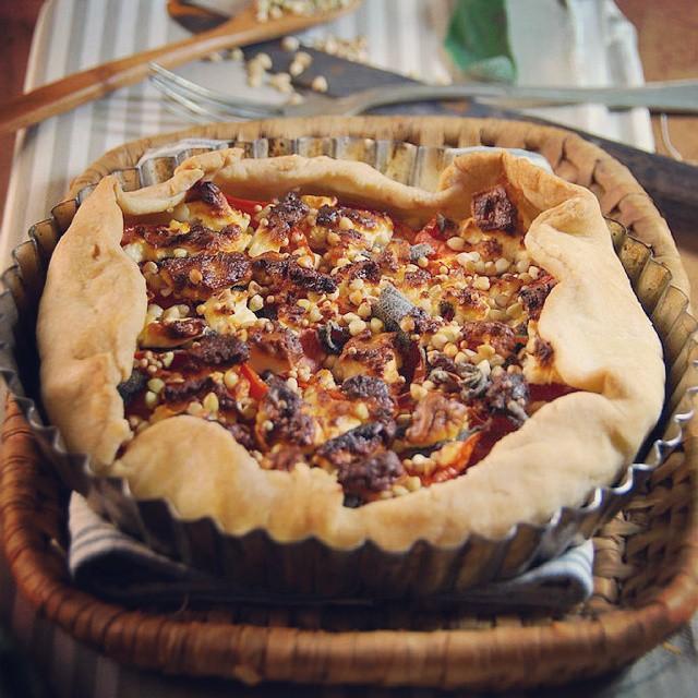 Ce soir c'était tarte à la tomate, feta et sauge... ♡