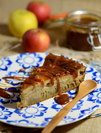 Gâteau normand aux pommes et sauce caramel
