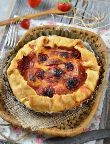 Tarte aux fraises et pêches jaunes
