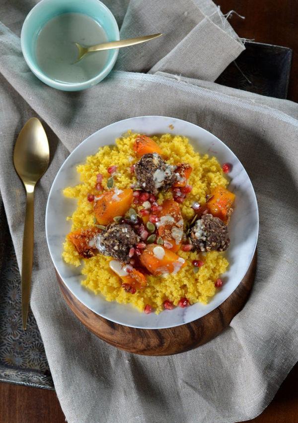Semoule maïs au butternut rôtie, grenade et boulettes de boeuf