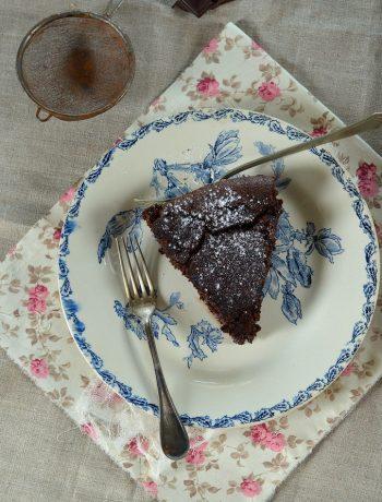 Gâteau super fondant au chocolat et noisettes