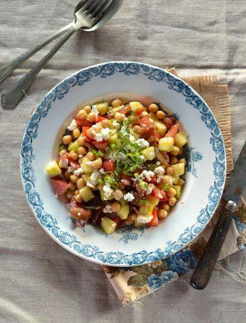 Salade pois chiche à la tomate, concombre et feta