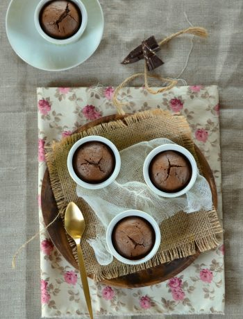 Moelleux au chocolat, purée d'amande et écorces d'orange