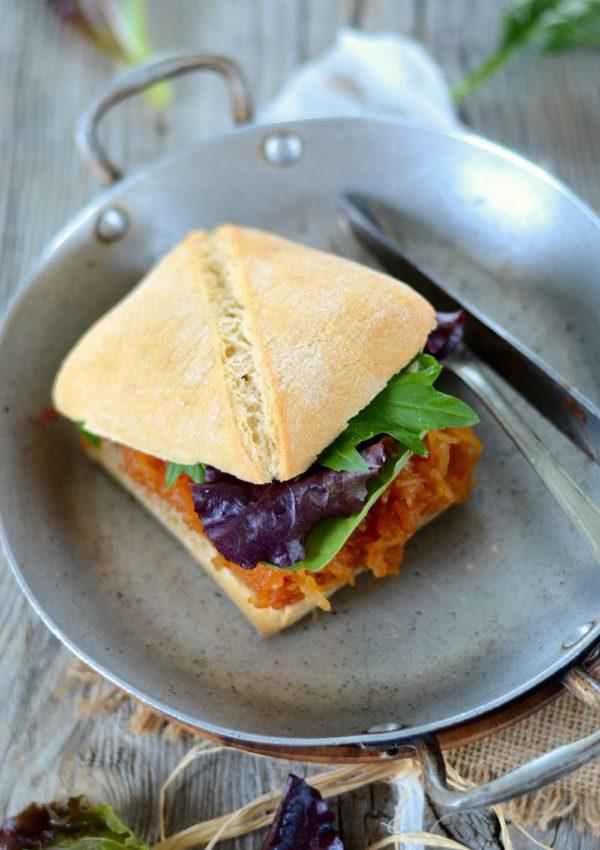 Burger végétarien à la courge spaghetti et sauce barbecue maison