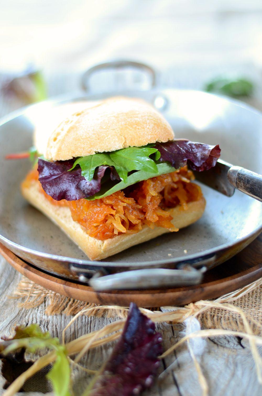 Burger végétarien à la courge spaghetti et sauce barbecue