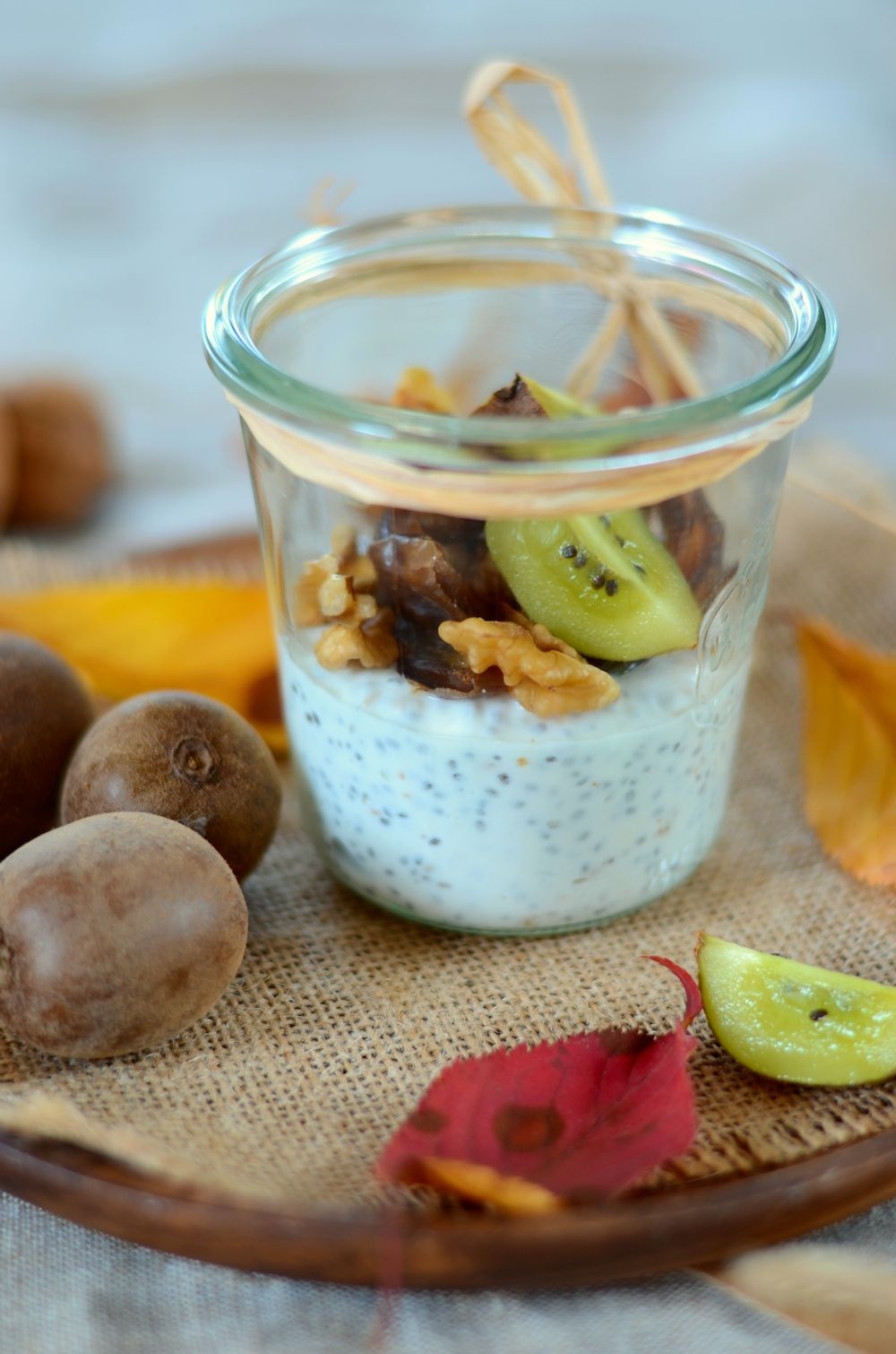 Chia pudding aux kiwi, datte et noix