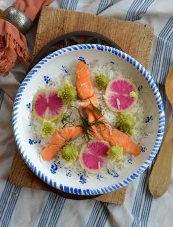 Salade de riz, truite, chou romanesco et radis red meat