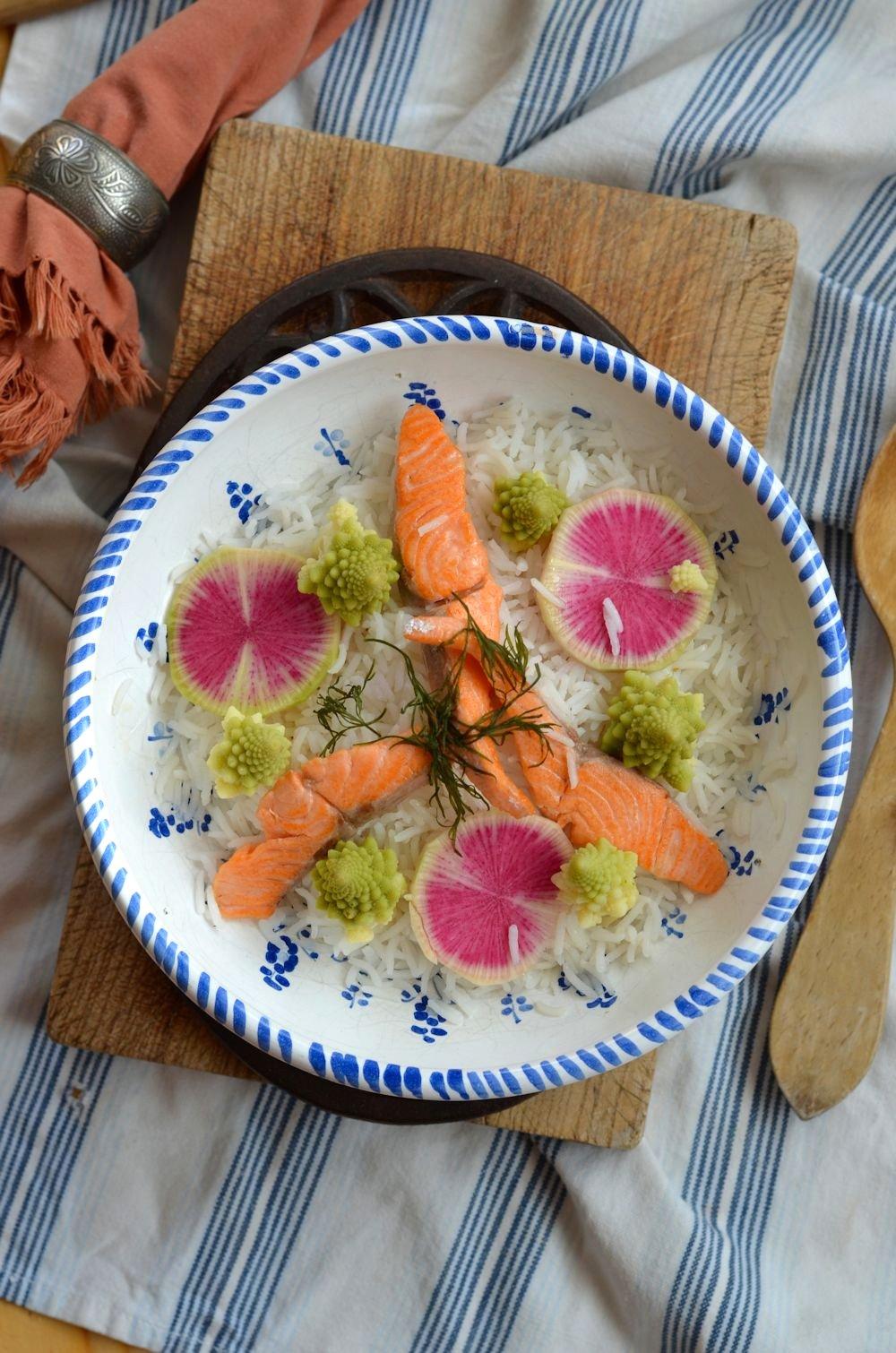 Salade de riz à la truite, chou romanesco et radis asiatique