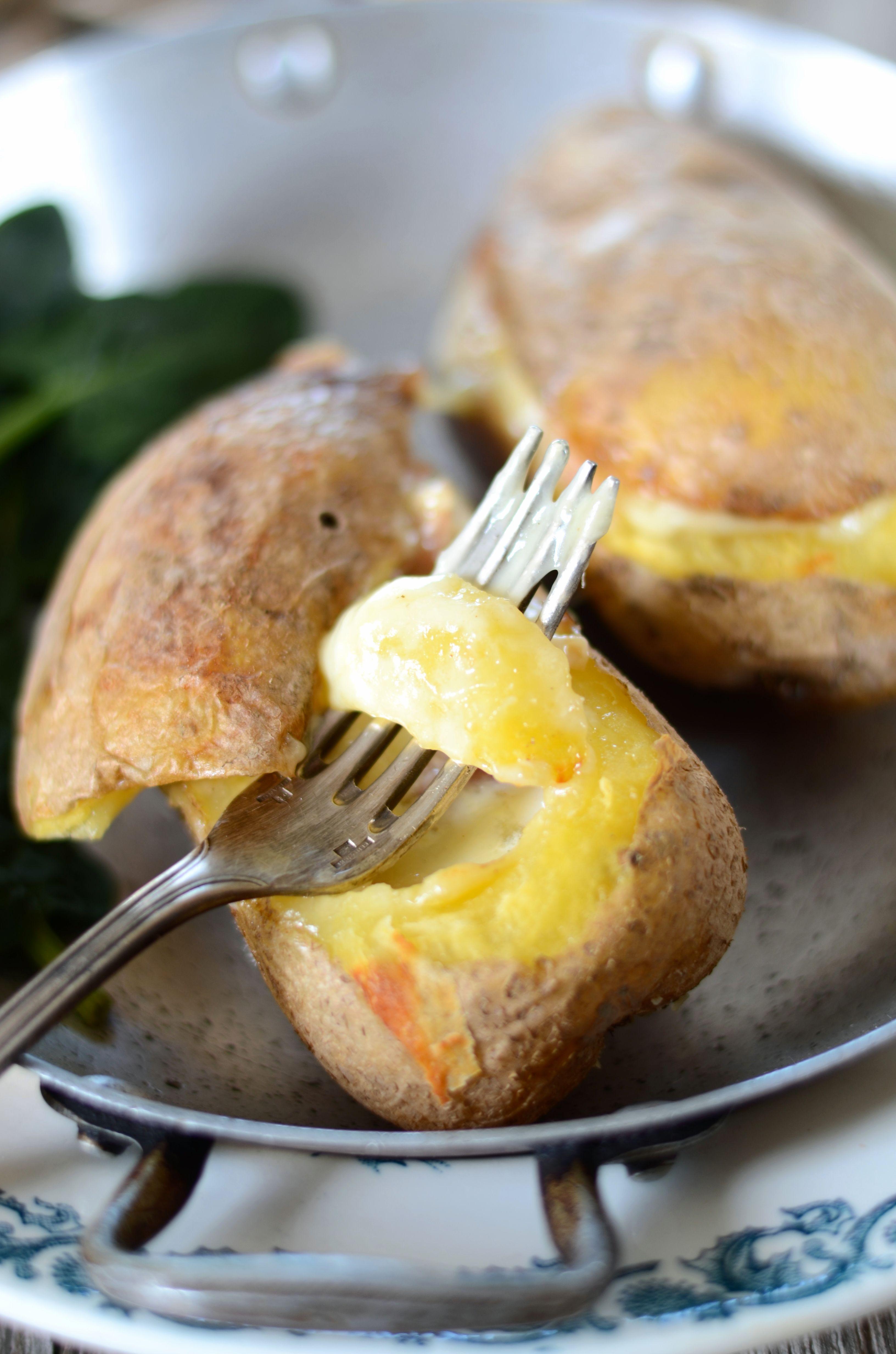 raclette revisit e dans des pommes de terre au four. Black Bedroom Furniture Sets. Home Design Ideas