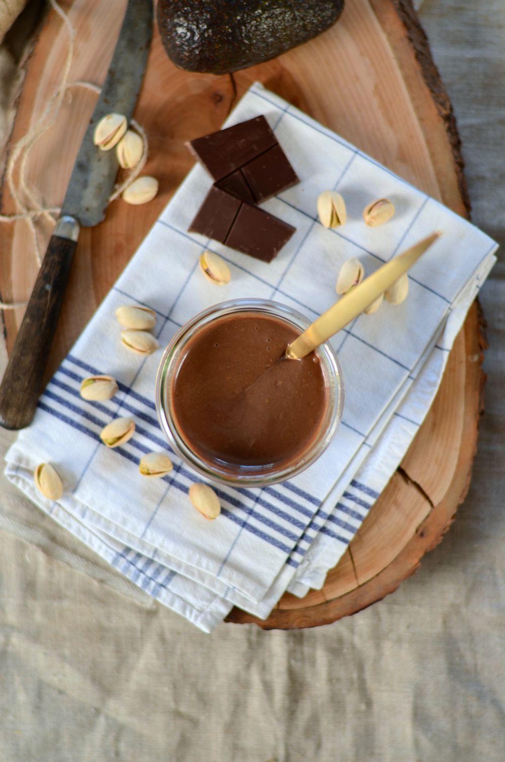 Smoothie avocat, chocolat et pistache