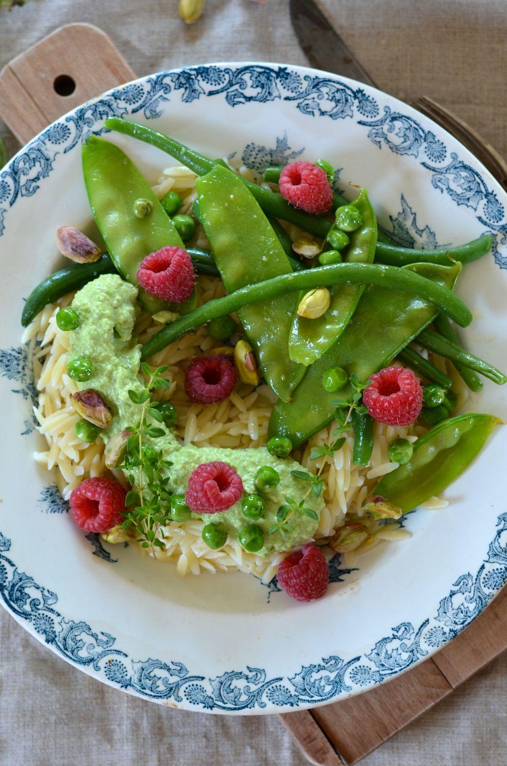 Salade de pâtes primavera à la crème de petit-pois et pistache