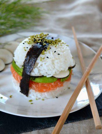 Sushi burger saumon, avocat et radis noir