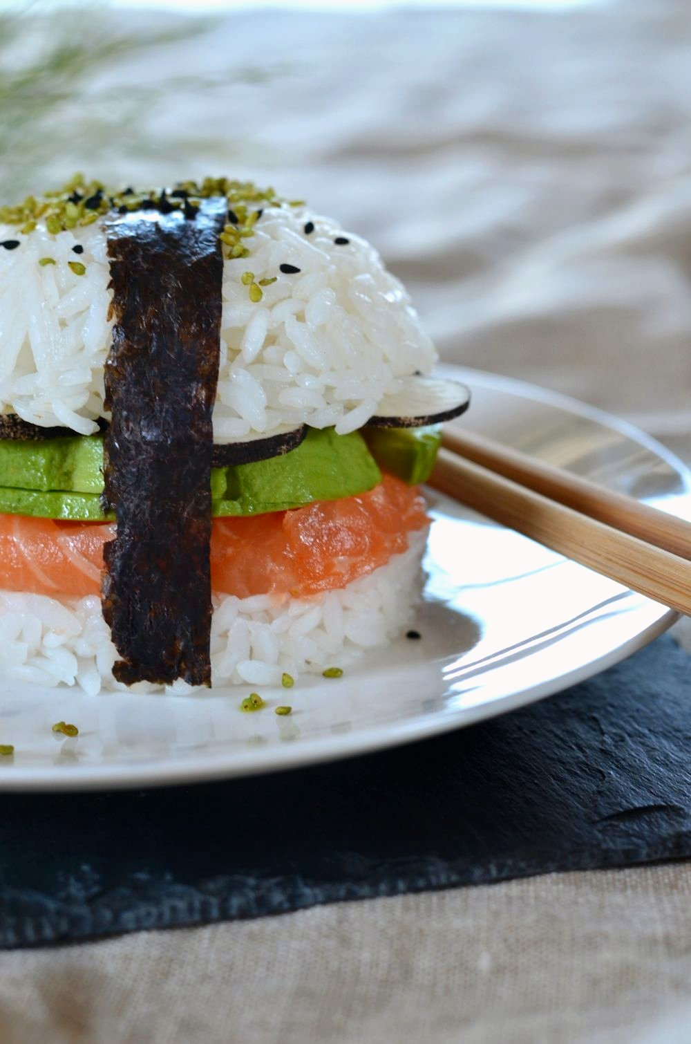 sushi burger saumon avocat et radis noir recette tangerine zest. Black Bedroom Furniture Sets. Home Design Ideas
