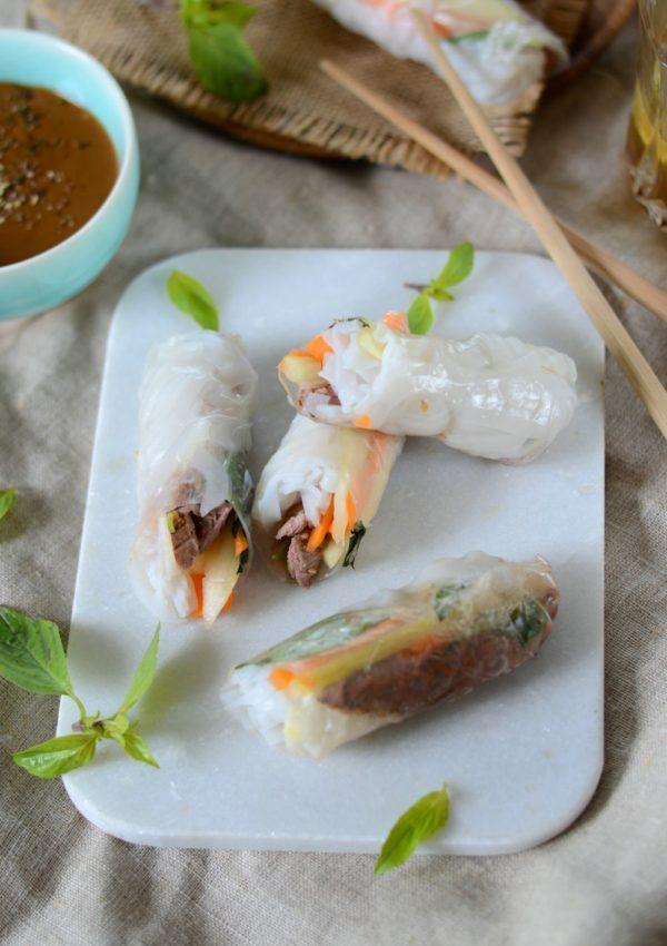 Rouleau de printemps au boeuf, basilic thaï et sauce cacahuète