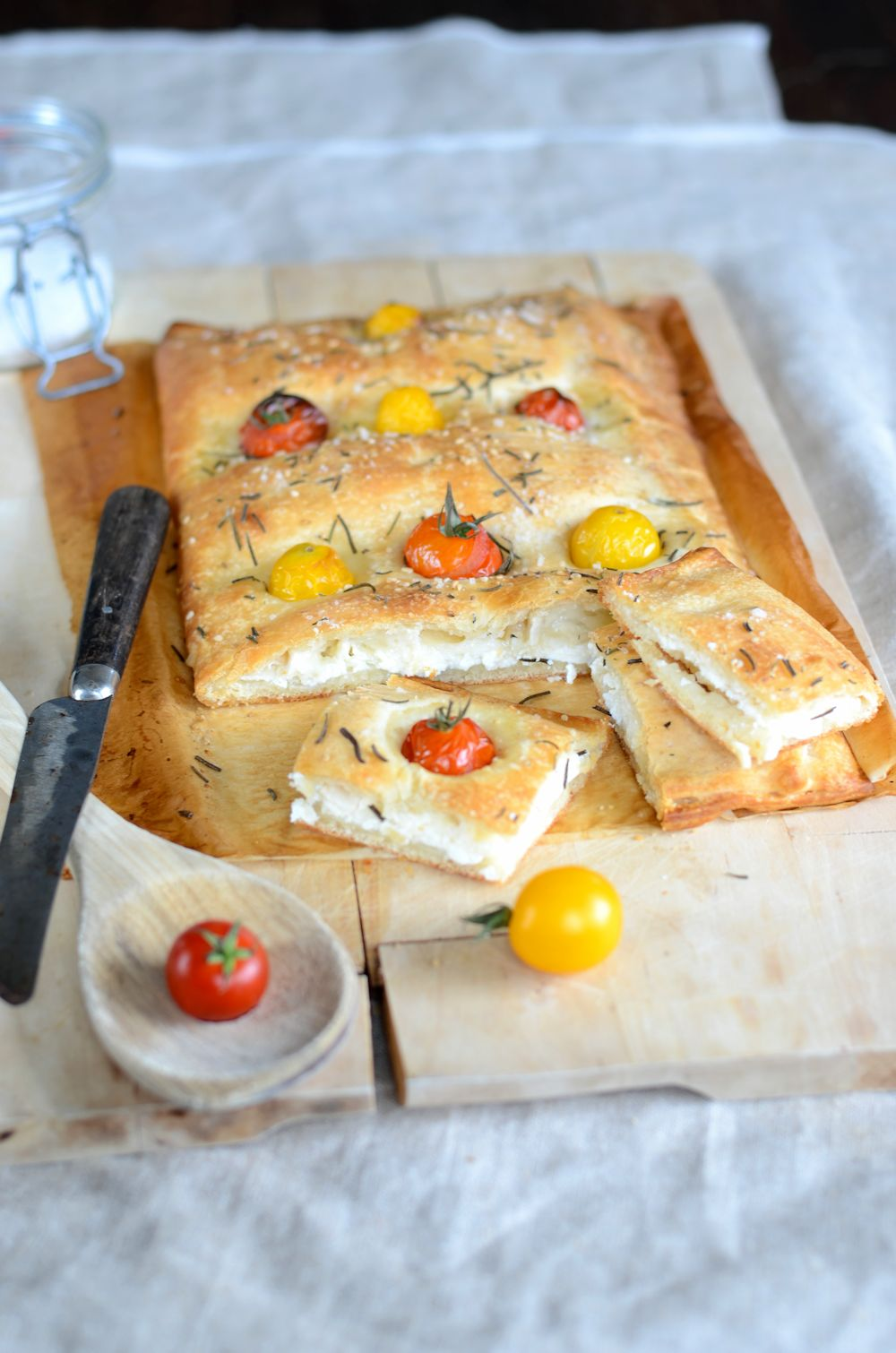 fougasse maison aux tomates cerises fromage de ch vre et ricotta. Black Bedroom Furniture Sets. Home Design Ideas