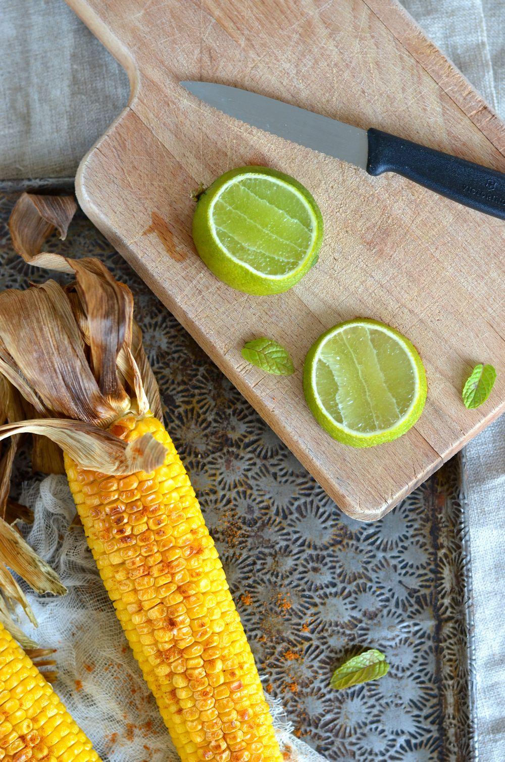 Épis de maïs grillé au four et beurre épicé