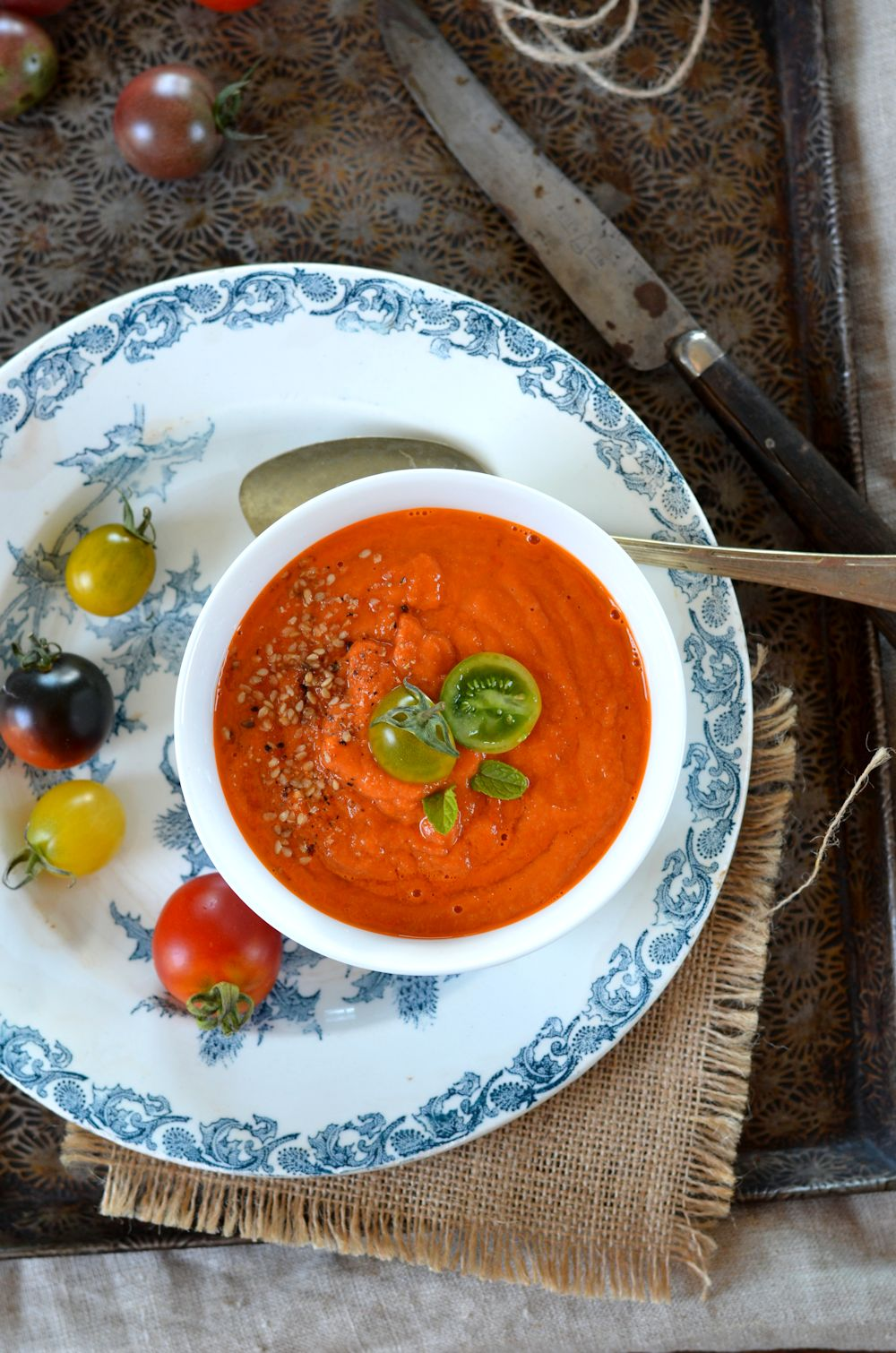 Soupe de tomates r ties manger chaude ou froide recette - Lumiere chaude ou froide ...