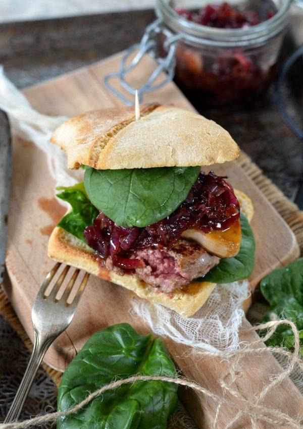 Burger Rossini au foie gras et oignons confits