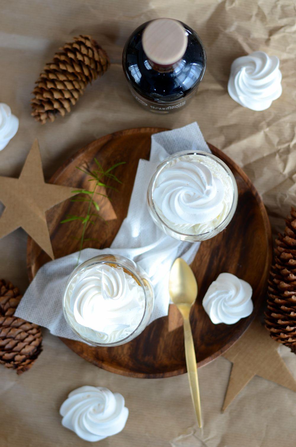 Verrine de Noël façon Eton Mess à la poire caramélisée au balsamique
