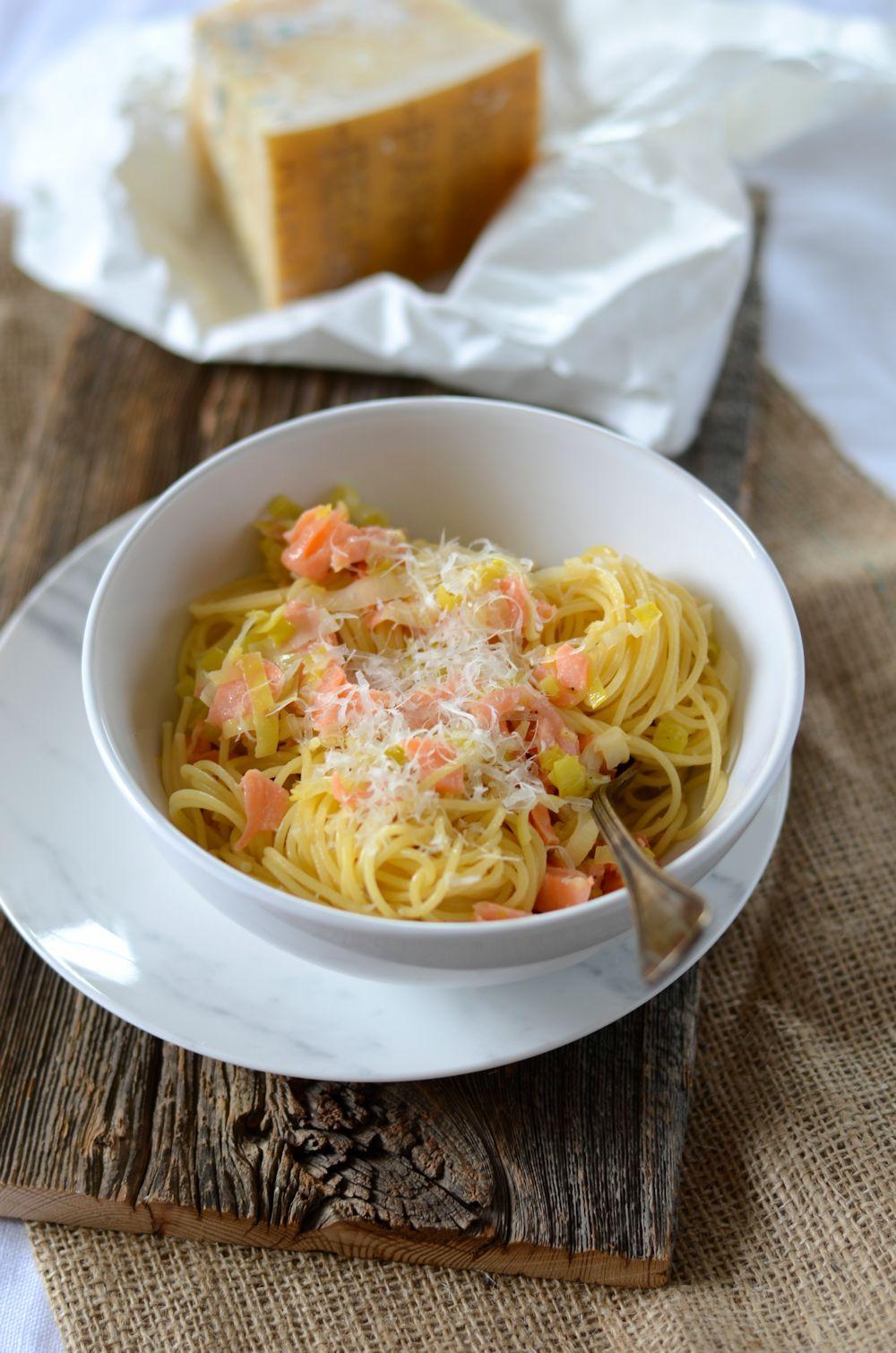 Spaghetti au saumon et fondue de poireau