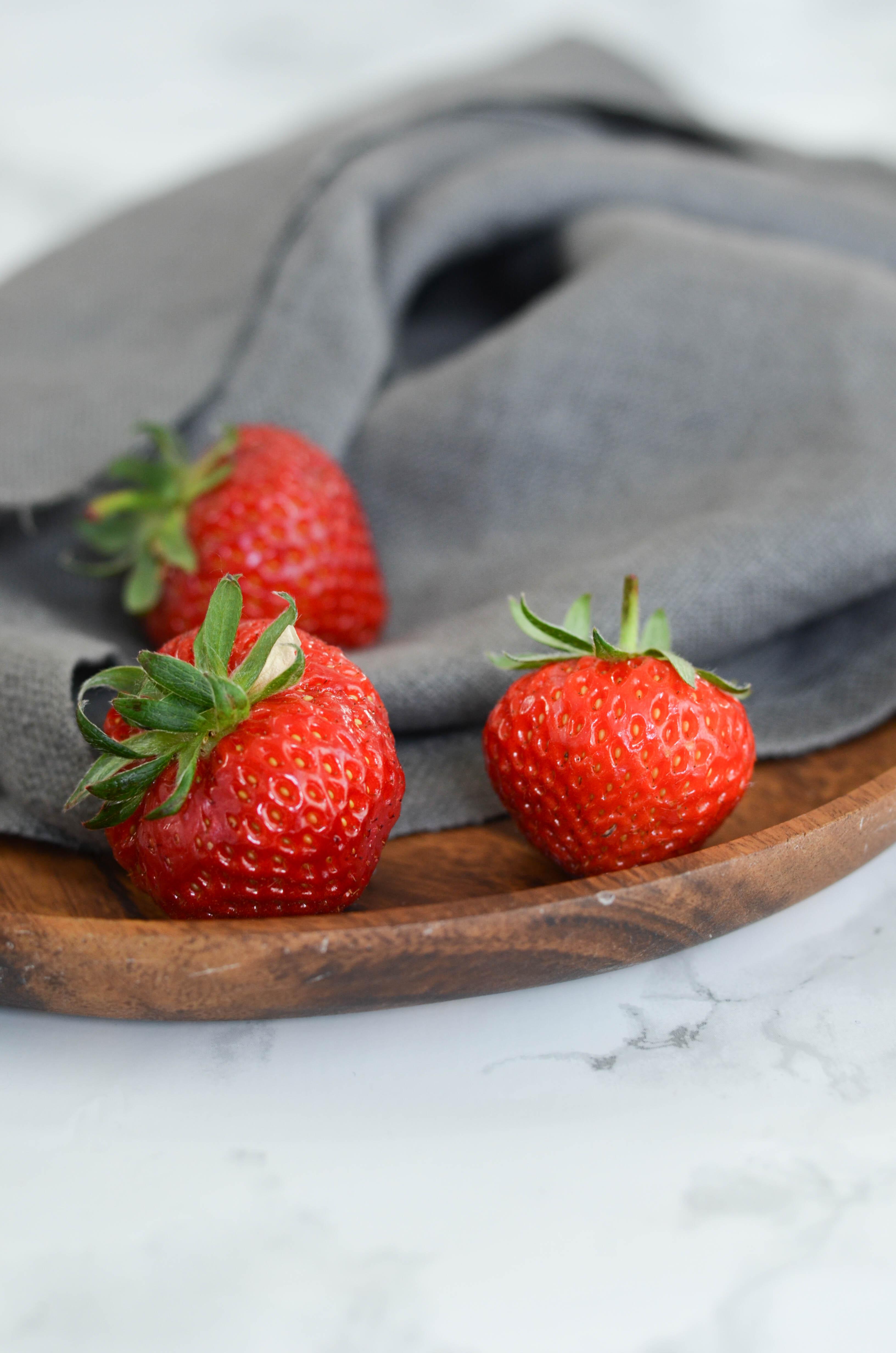 Smoothie de fruits frais fraise, pomme et poire
