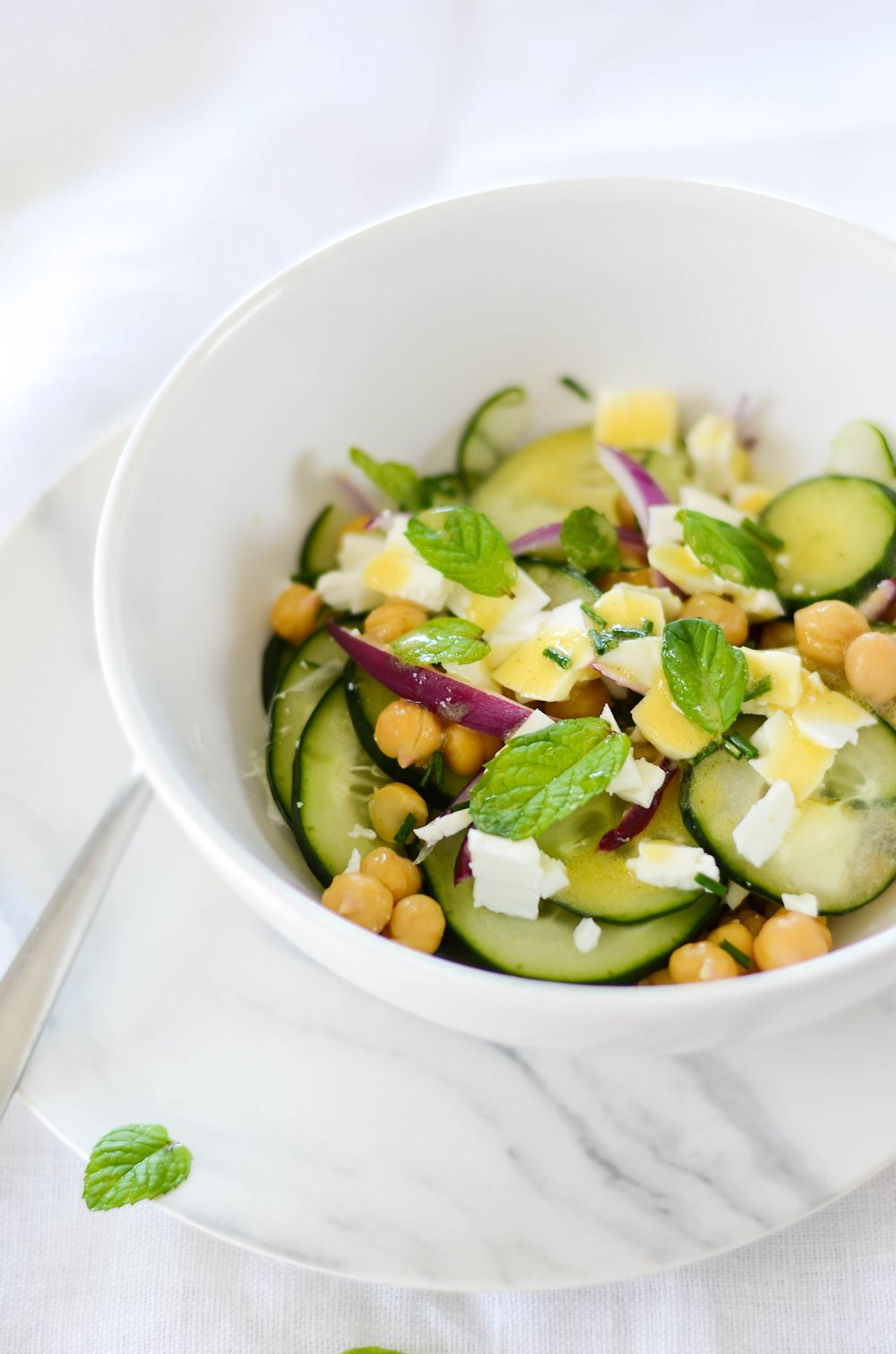 Salade de concombre, pois-chiche et feta