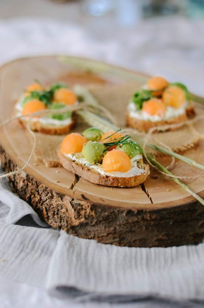 Toast avocat, melon et fromage frais