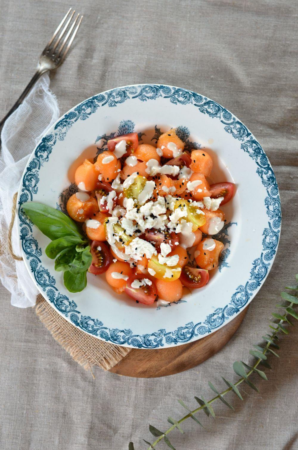 Salade de melon, feta et cumin noir, sauce tahin