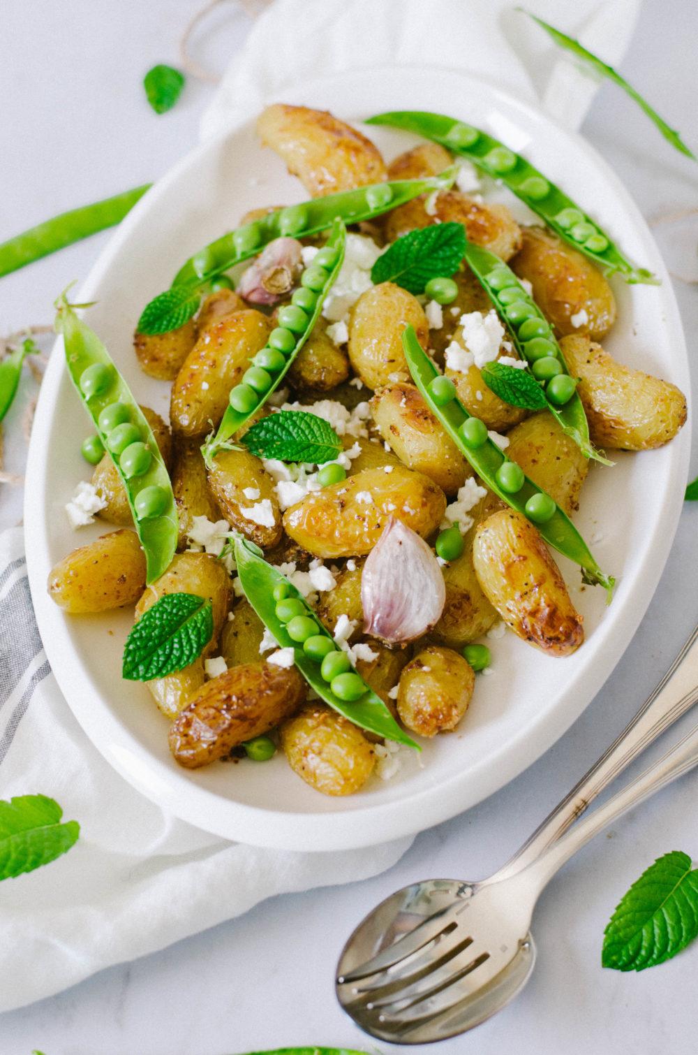 Salade de patates chaudes, petit pois et fromage