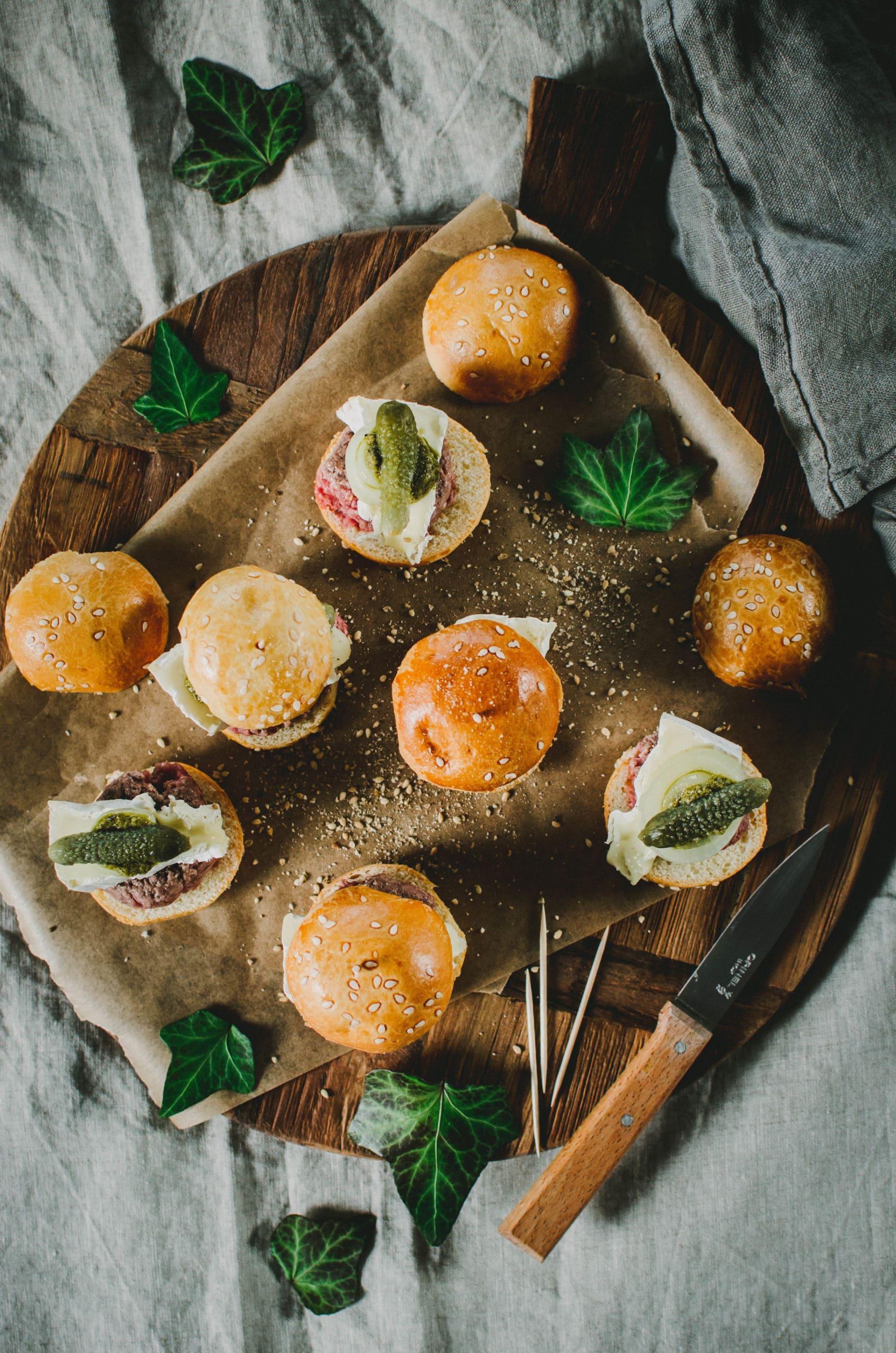 Mini-burgers apéritifs au bœuf et camembert
