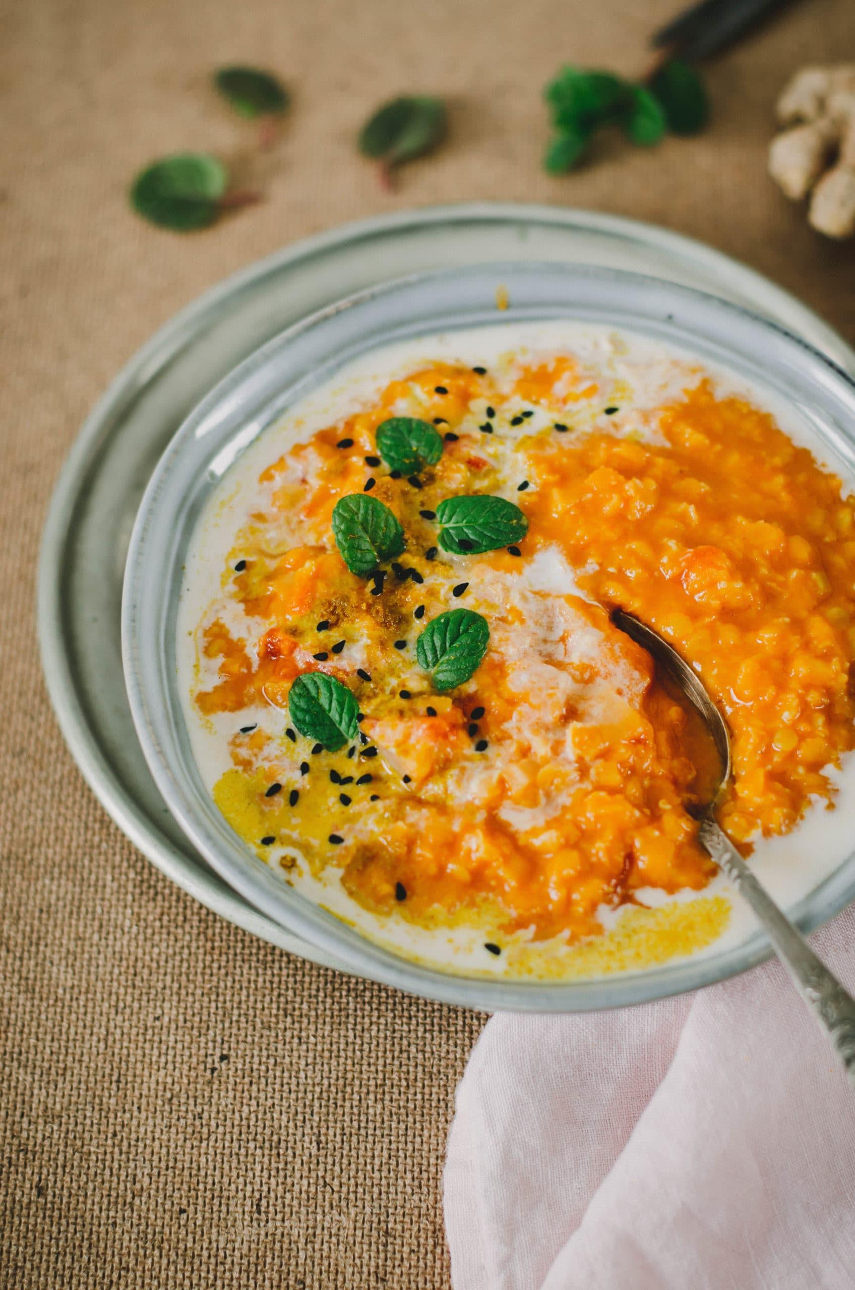 soupe de lentilles au curry, tomate et coco