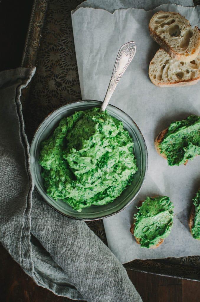 Green salsa à l'avocat et aux herbes