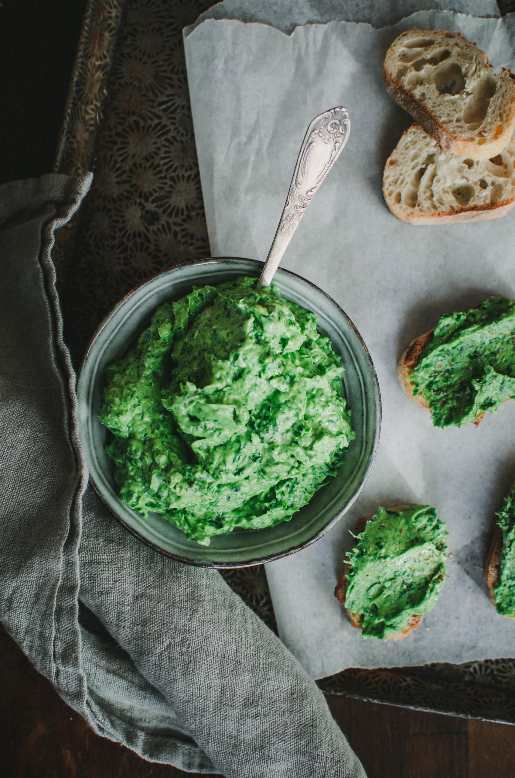 Sauce verte à l'avocat et aux herbes