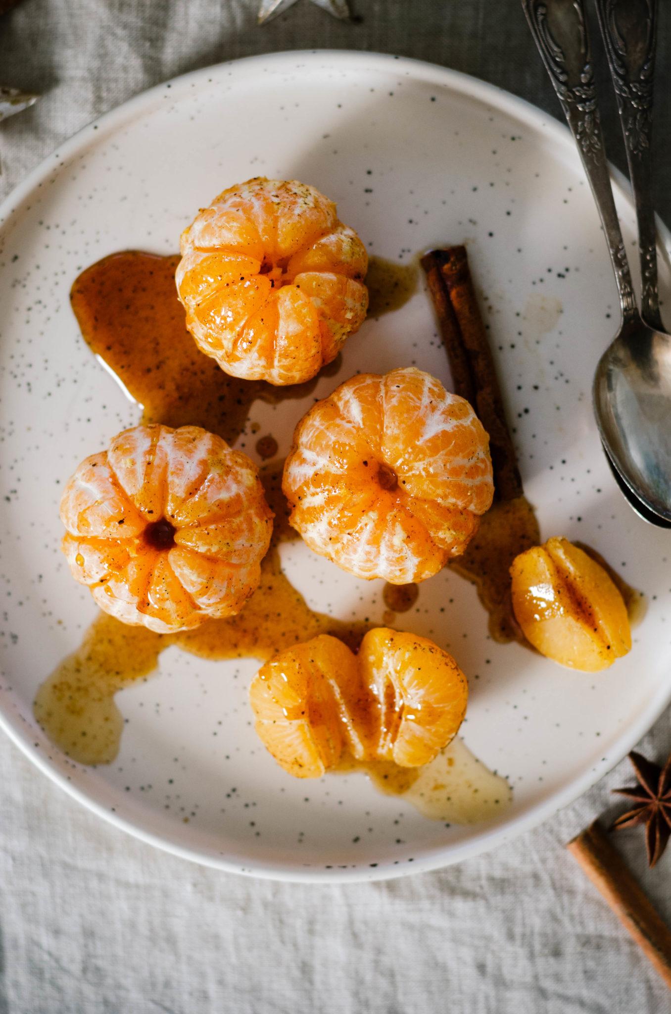 Clémentines au sirop de miel et d'épices de Noël