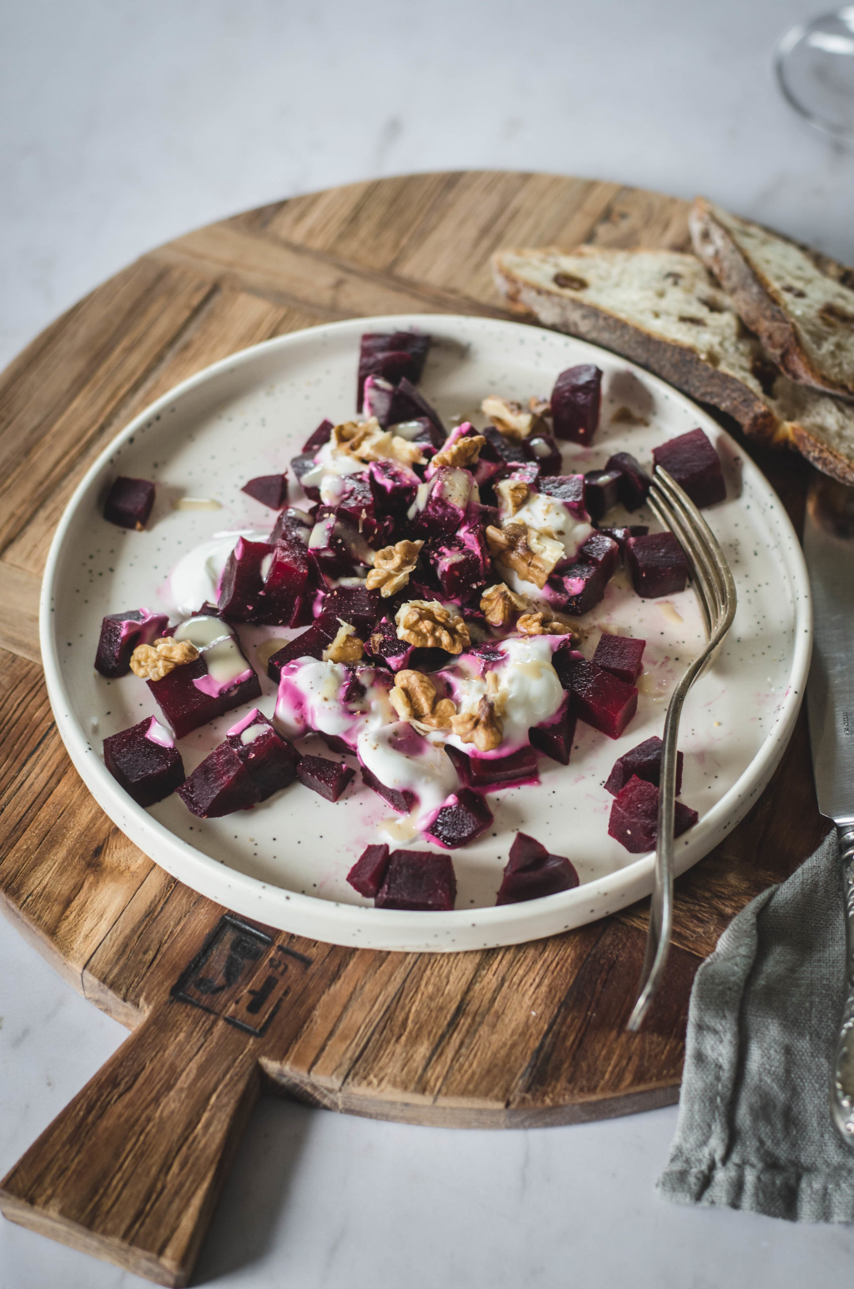 Salade de betterave, yaourt et noix