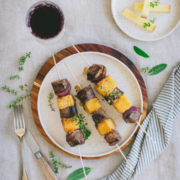 Brochette de canard mariné et fromage pané