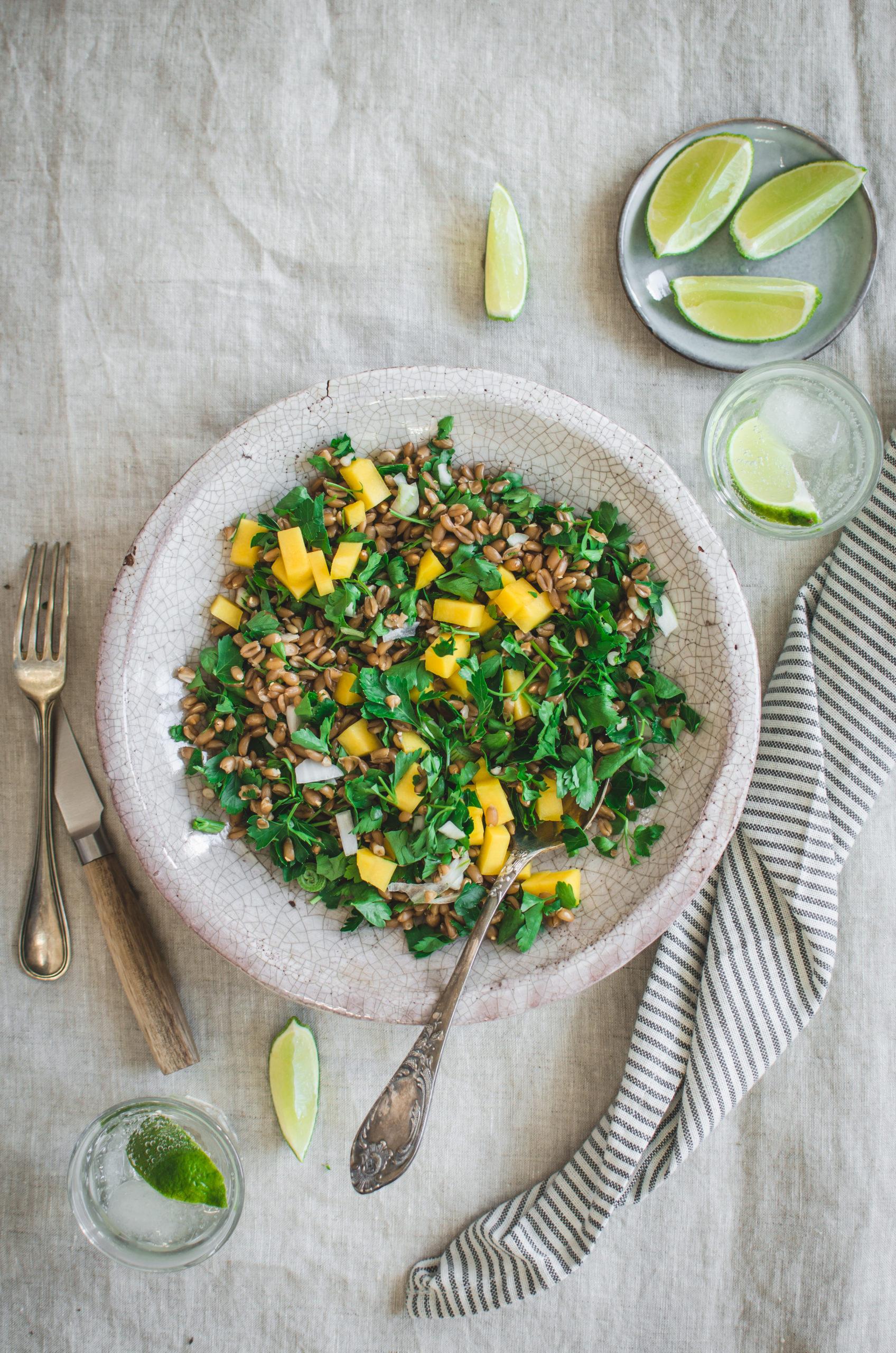 Salade petit épeautre, persil et mangue