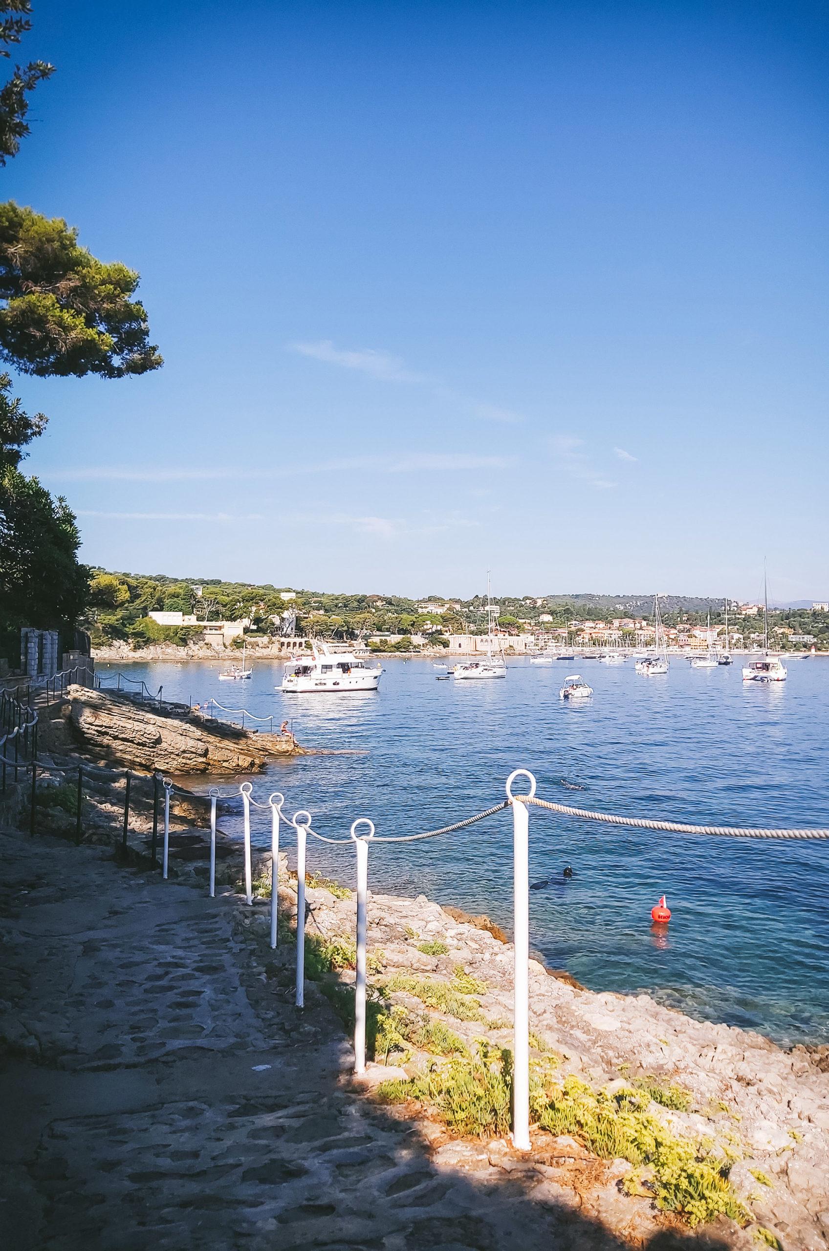 5 choses à faire sans voiture dans la Riviera autour de Nice - Saint Jean Cap Ferrat promenade