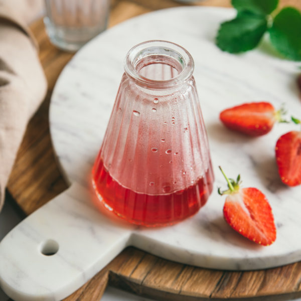 Sirop de fraise maison {avec les queues, sans gaspillage}