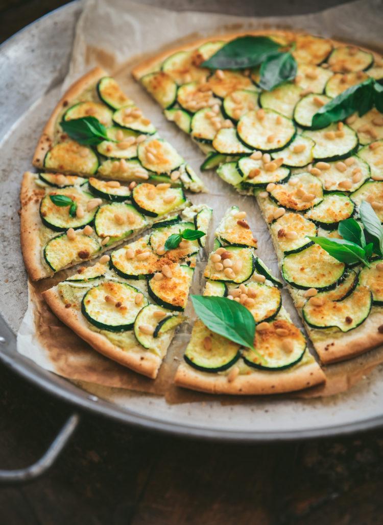 Pizza ricotta, courgette et pignons