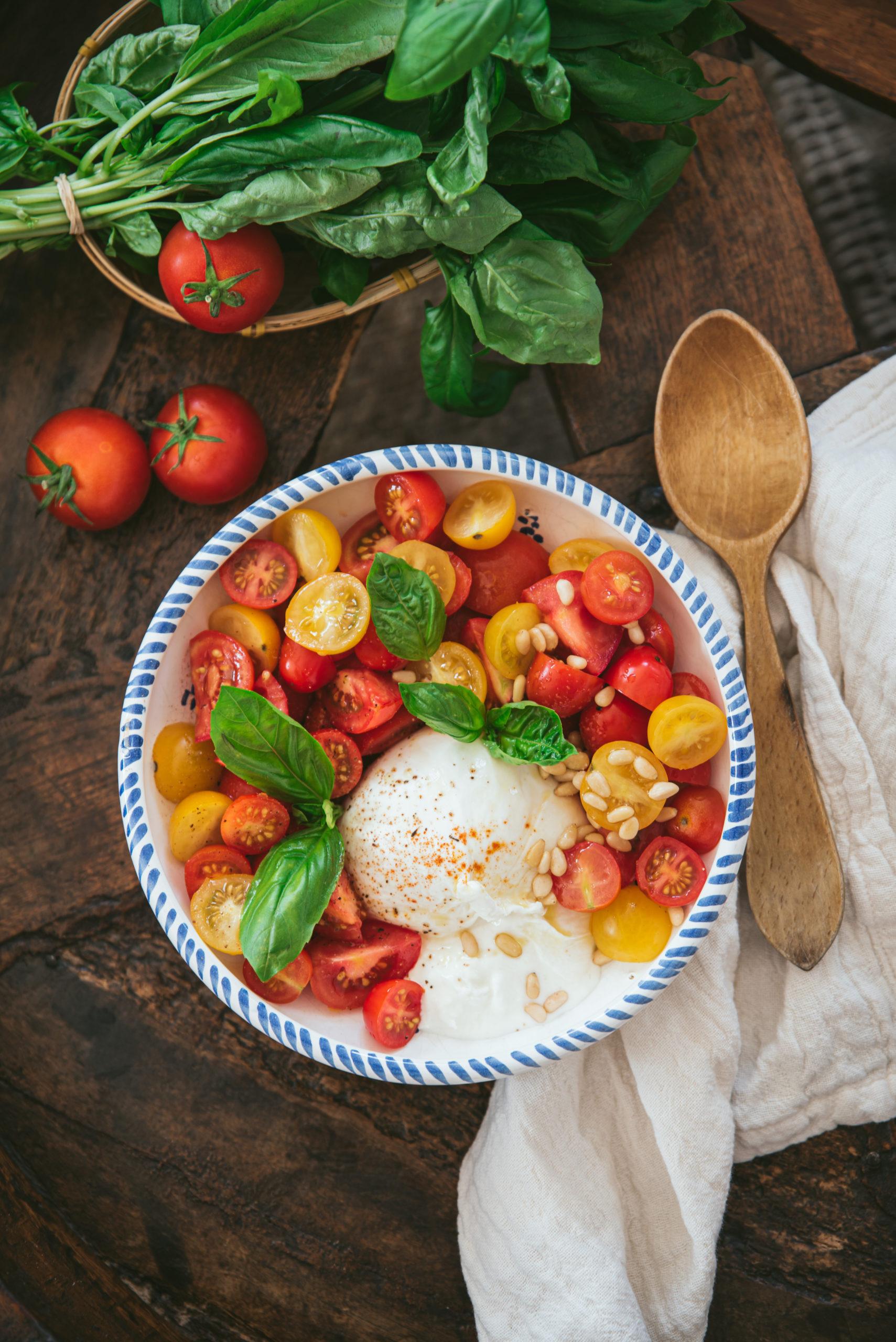 burrata tomates basilic
